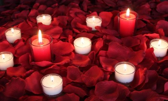 15 Rose petals candles
